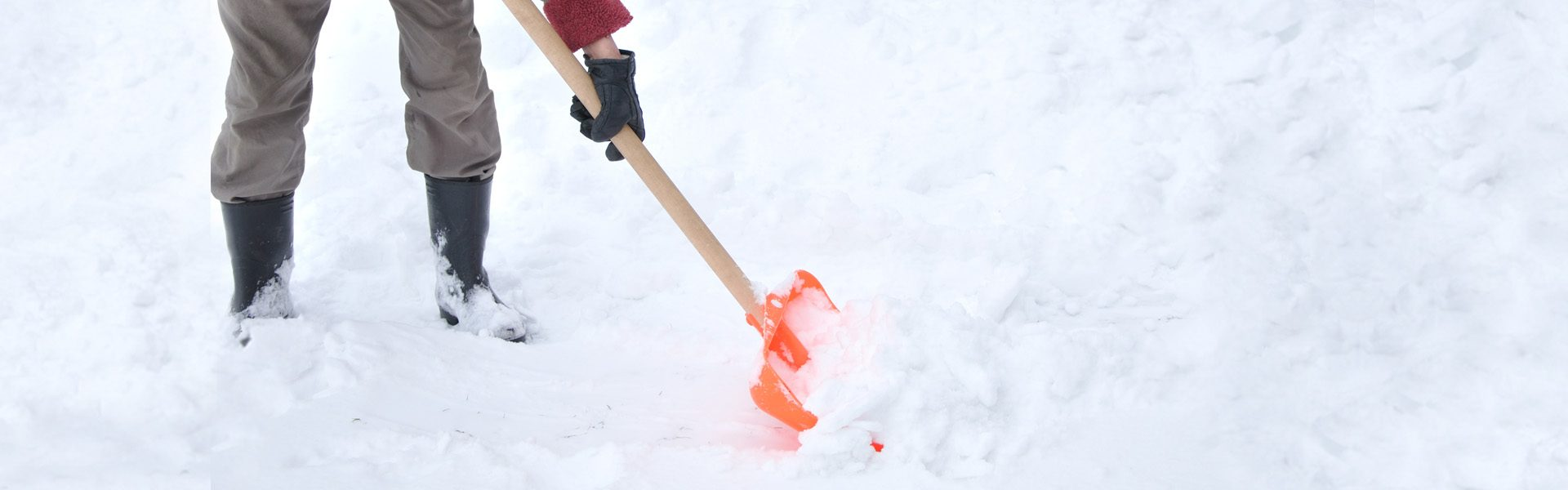 how to keep your heart healthy while shoveling snow