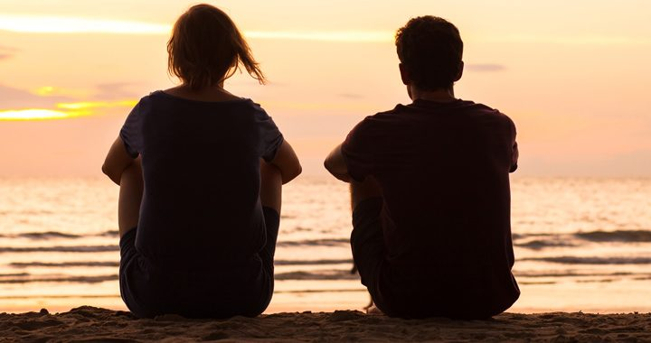 man and woman watch the sunrise on a beach_ how to practice mindfulness