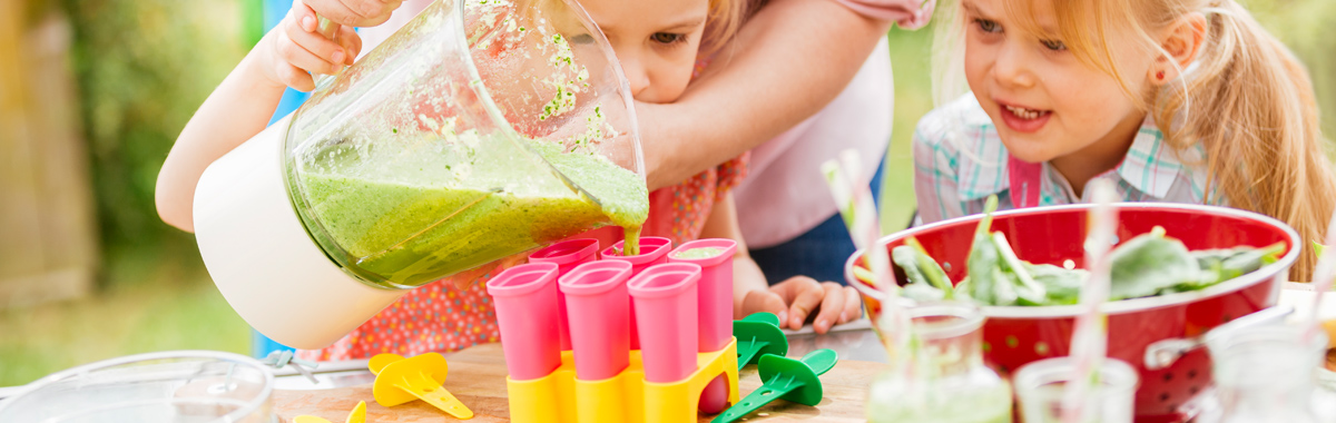 mom helps kids make green smoothie popsicles _ ways to get your kids to eat more vegetables