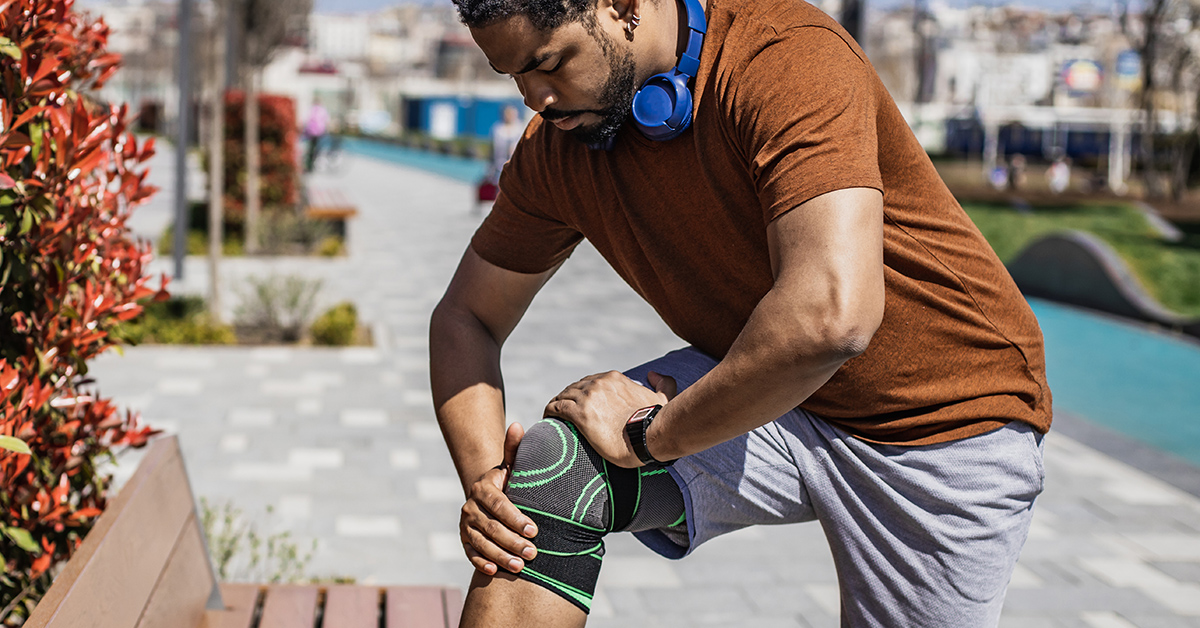 A man experiencing knee pain.