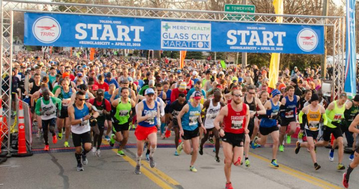 Runners taking off from the starting line at the Toledo Glass City Marathon
